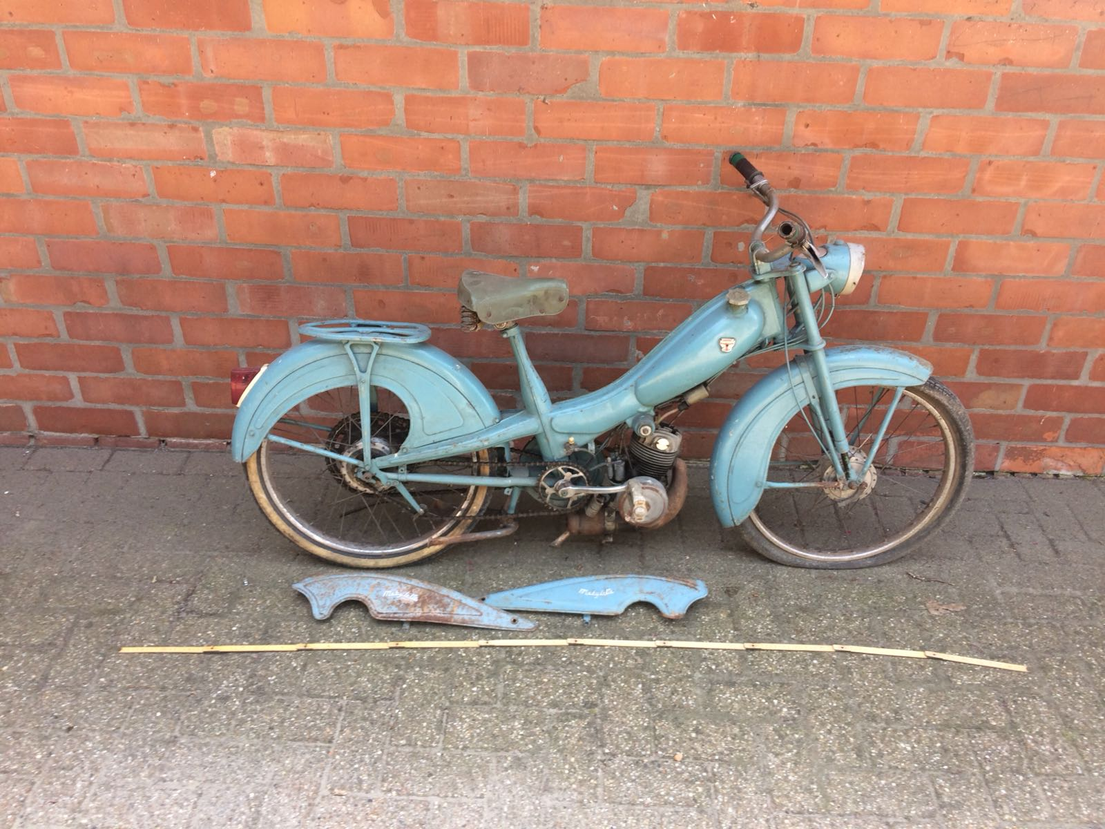 Motobecanne Mobylette 1950's 50cc moped. Lot 1012. Estimate £300-£600